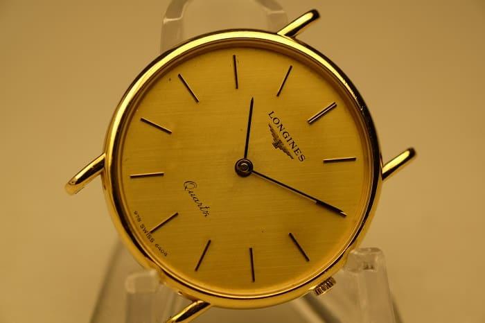 これから修理しようとしている故障している時計