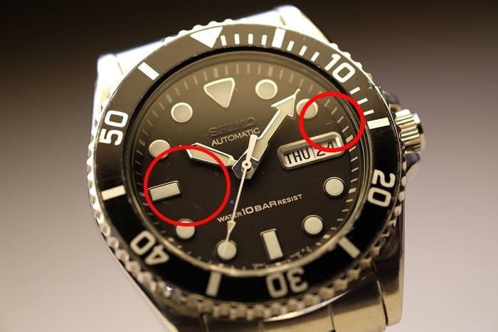 風防に傷がある時計の写真