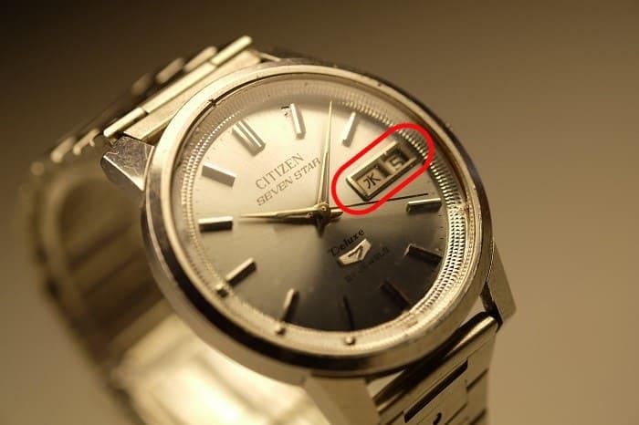 カレンダー機能に不具合がある時計の写真