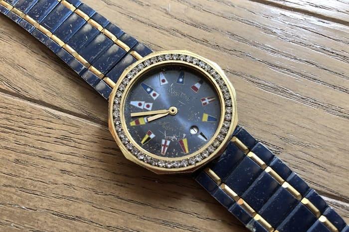 大量のジャンク時計に混じっていた時計の写真