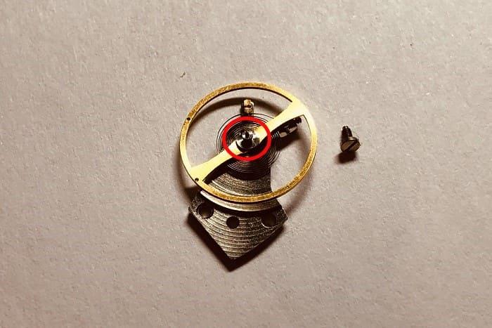 時計の部品 テンプの画像